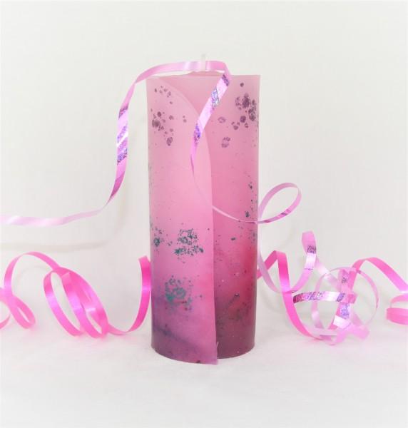 Kerze in pink gefärbt