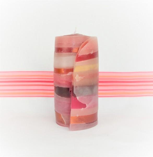 rote Streifenkerze mit streifenband